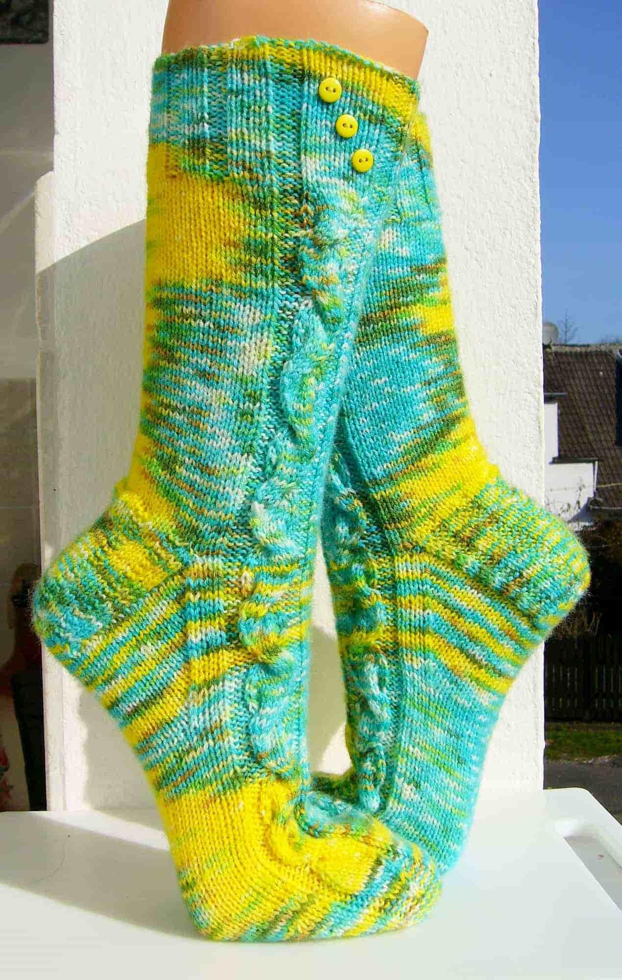 """""""Verwirrung"""" Zopfmuster-Socken mit wunderschönen Farbwilderung"""